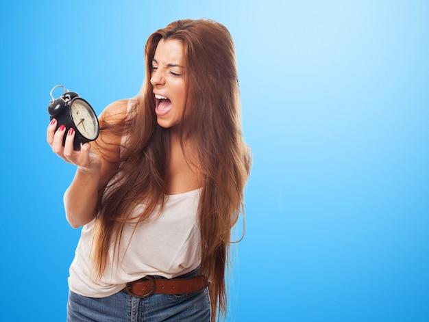Молодые женщины модель в ярости