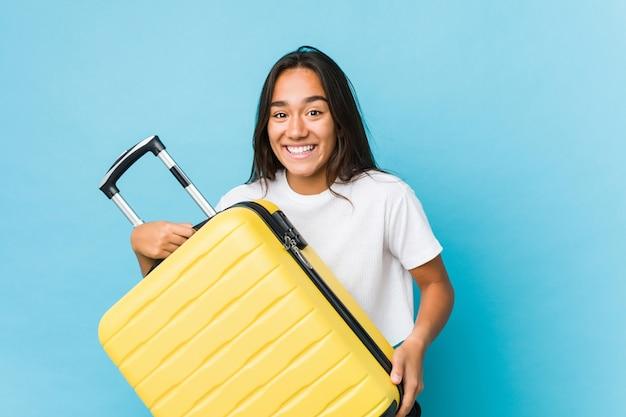 Молодая индийская женщина нервничает за новое путешествие
