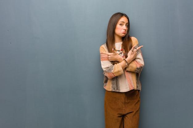 Молодая хиппи женщина выбирает между двумя вариантами
