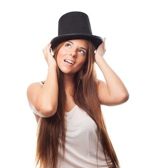 新鮮な魔法の若者ヒスパニックの帽子