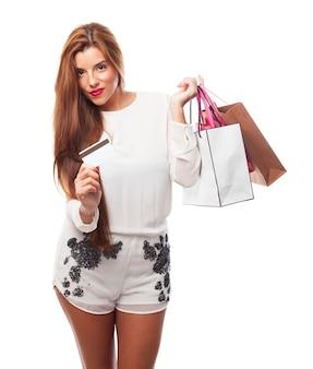 Портрет оплаты белый счастливым потребителем