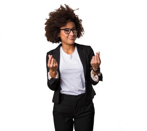 豊かなジェスチャーをしているビジネス黒人女性