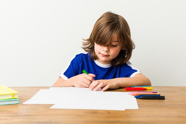 Маленький кавказский мальчик рисунок
