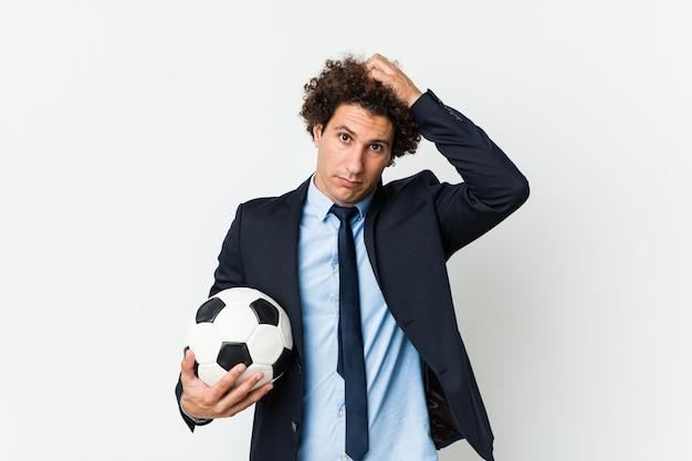 ショックを受けているボールを保持しているサッカートレーナー、彼女は重要な会議を覚えています。
