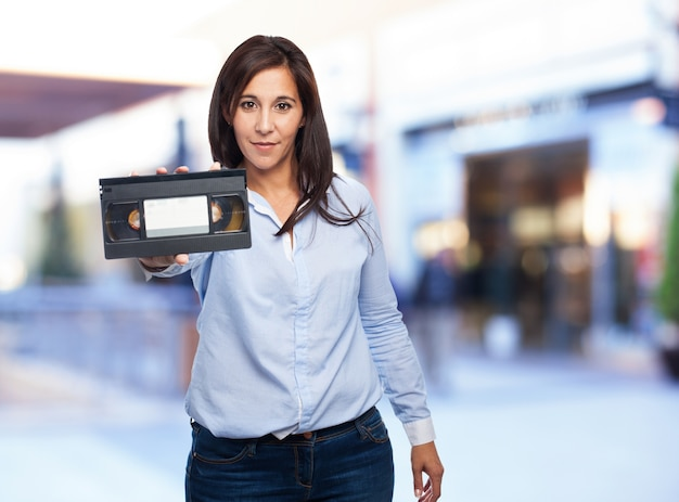 Женщина с видеокассету