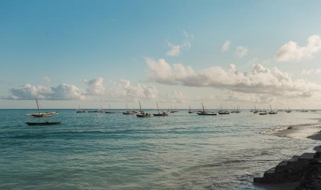 Летний пейзаж с рыбацкими кораблями