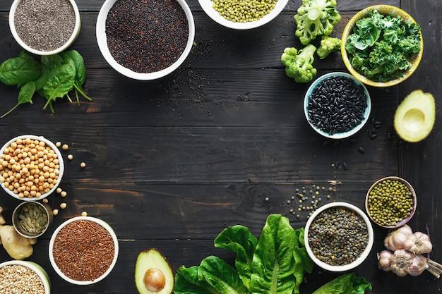 健康食品のきれいな食事のセットの概要ビュー