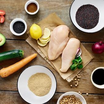 健康食品を調理する食品を設定します。野菜ひよこ豆黒白いキノア種子木製テーブルトップビュー素朴なスタイル