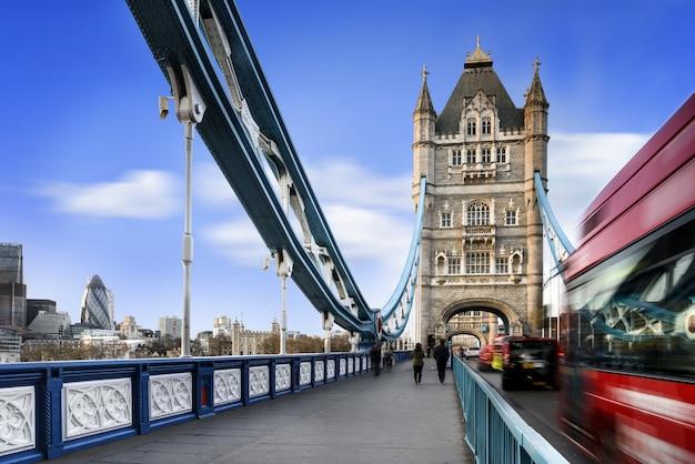 ロンドン市内のタワーブリッジ