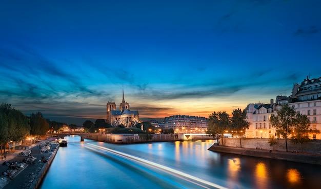 ノートルダムドパリ、フランス