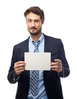 Человек с костюм, проведение белой бумаги