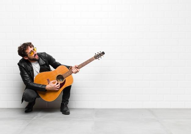若いハンサムなミュージシャン男。ロックンロールのコンセプト