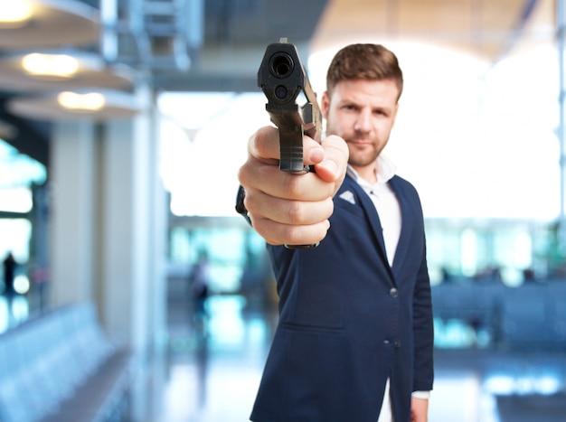 Молодой предприниматель, злое выражение