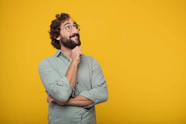 コンセプトを表現している若いひげのあるビジネスマン