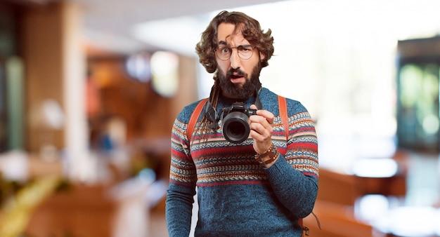 若いヒッピー男写真家