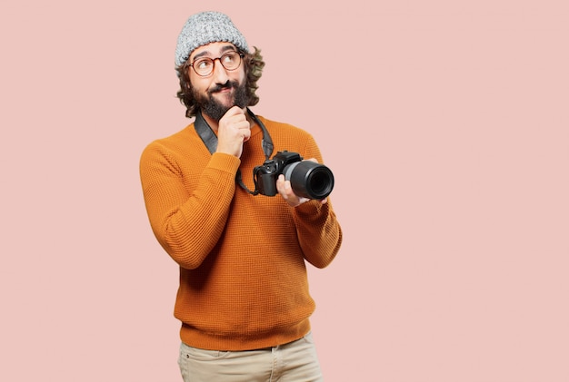 写真のカメラを持つ若者を生やした