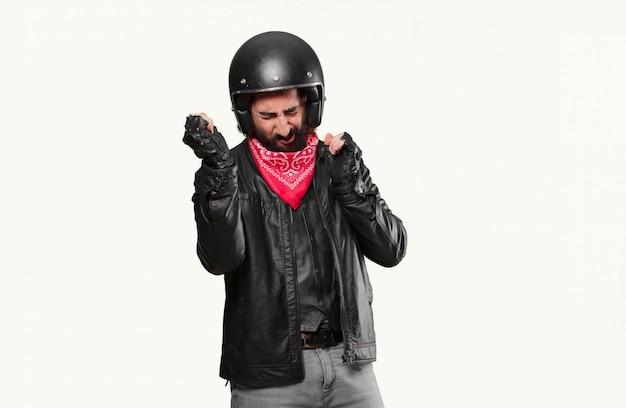 Мотоциклист празднует победу