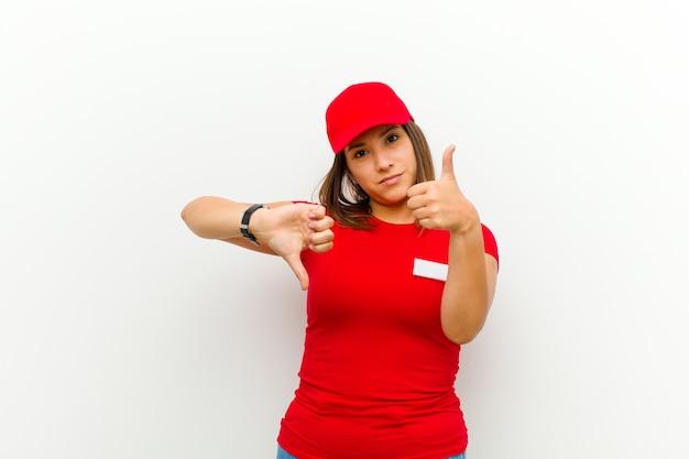 配達の女性は、さまざまなオプションや選択肢の良し悪しを重んじて、無知で不確かさを感じています