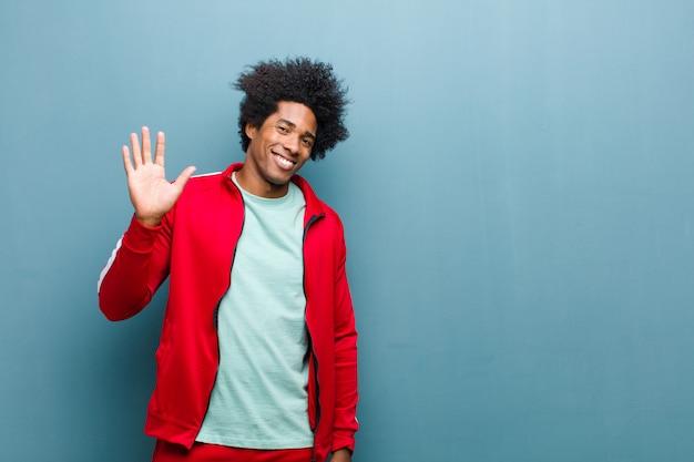 幸せな笑顔若い黒人スポーツ男