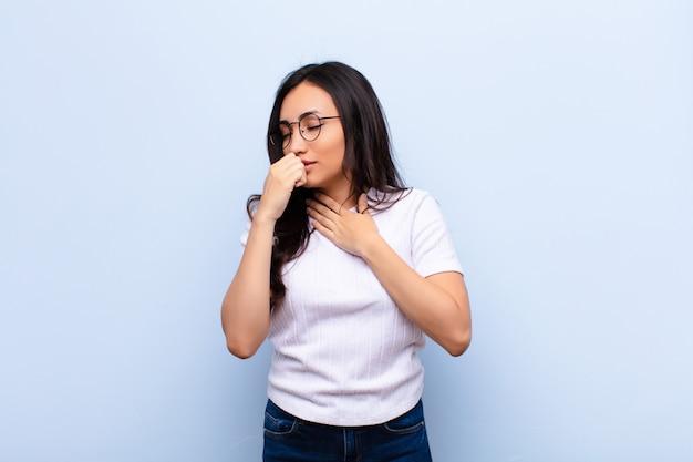 Чувствую себя больным с ангиной и симптомами гриппа, кашлем с закрытым ртом
