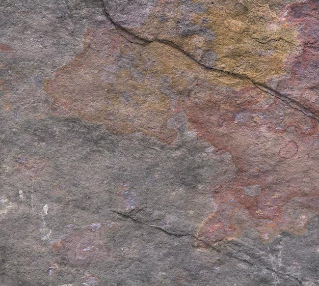 さび色の石