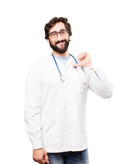 若い医者の男の誇り高い表現