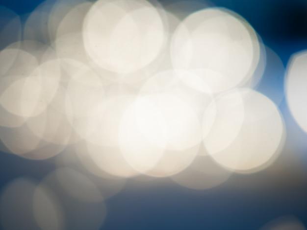青に美しいぼやけたボケライトライトイエロー