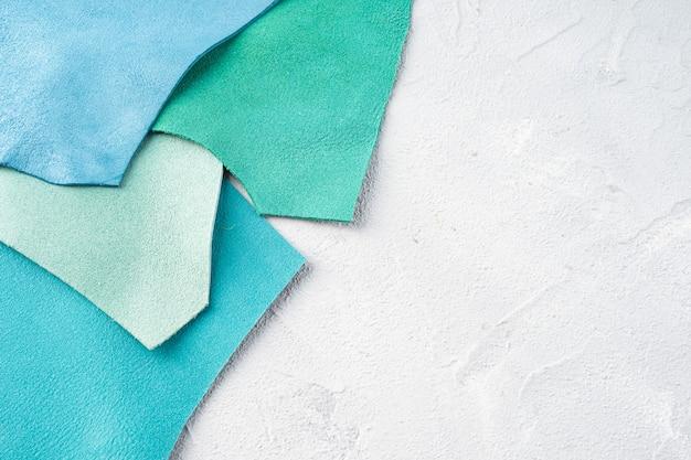 アクセサリーの縫製には、色違いの本革を使用しています。
