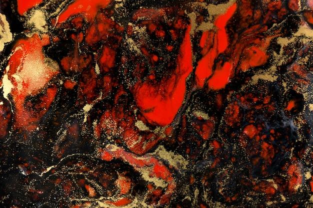 Красной, черной и золотой краской темный фон