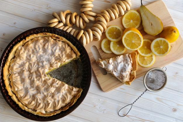 新鮮な自家製レモンケーキ