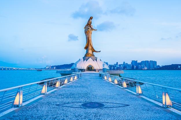 Статуя памятника кунь ям в городе макау