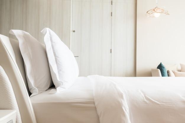 ホワイト枕を積み重ね
