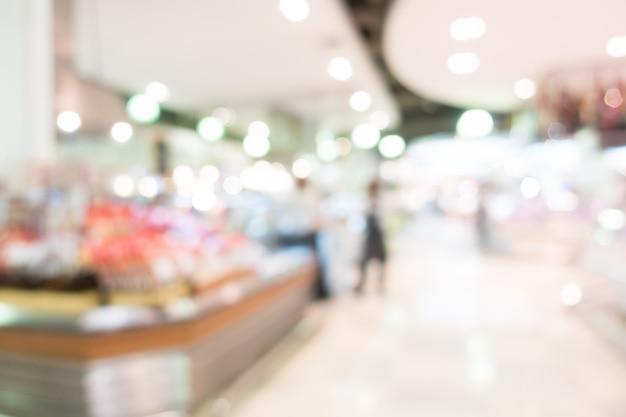 Клиенты в супермаркете с боке