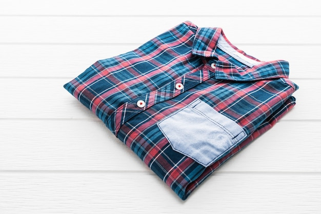 タータンやチェック柄のシャツ