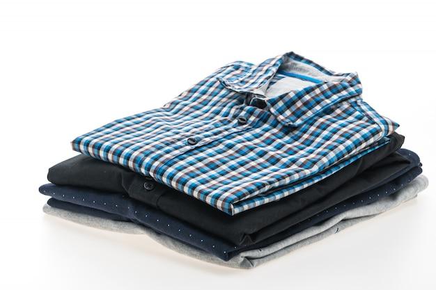男性のシャツのスタック