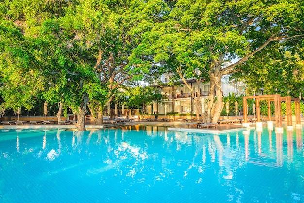 Отель бассейн курорта