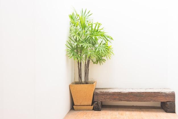 木製のモダンなインテリアカラーの木