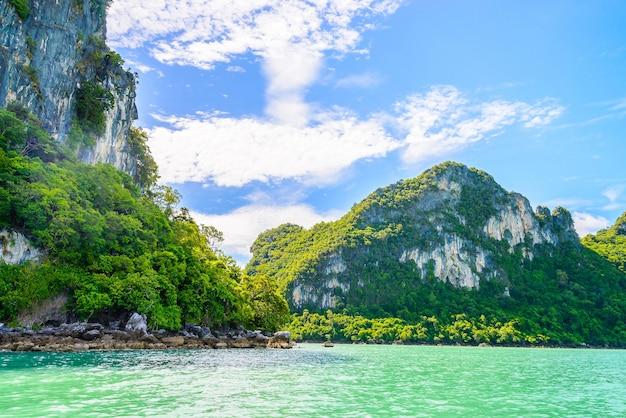 Синий пляж день открытый вода