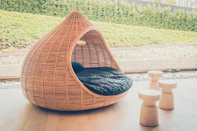 椅子フィルターの木の海のレストラン