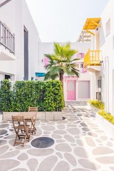 エーゲ海サントリーニ島の美しい家の路地
