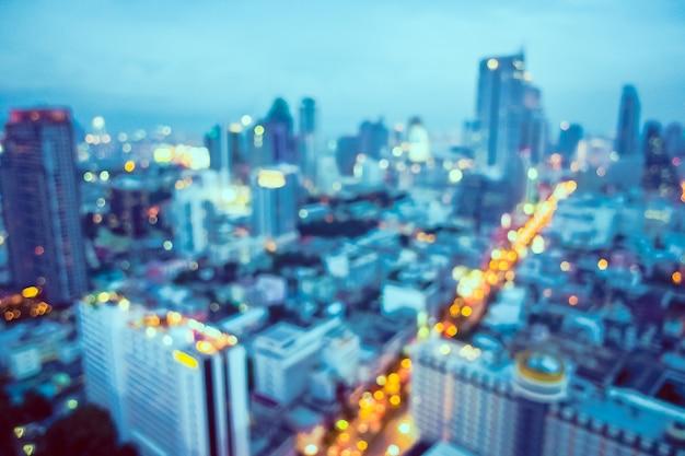 焦点の合っていない都市