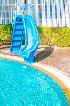 水泳公園娯楽レクリエーションを再生