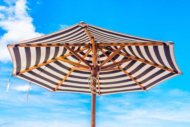 Плавание голубого неба летних каникул
