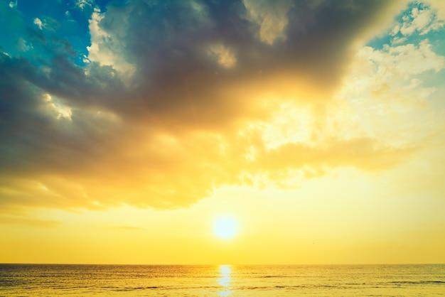 日自然の休日の日差しリラックス