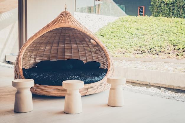 木製のテラスリゾートフィルタレストラン