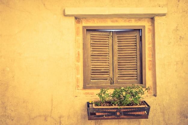 典型的な古いイタリア建築狭いです