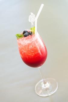 Красные ягодные коктейли