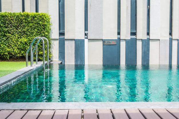 Спокойный бассейн отеля