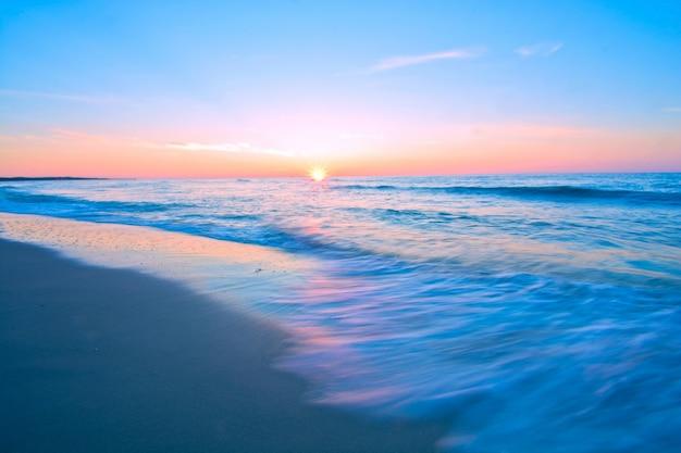Синий морской пейзаж.