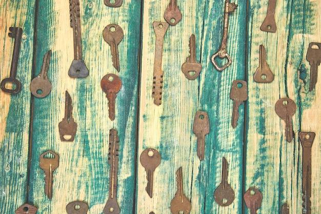 Коллекция многих разных старых ретро ключей